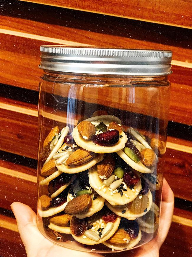 Bánh đồng tiền ngũ hạt, món bánh vừa ngon vừa đẹp lại siêu dễ làm để các chị em trổ tài với khách đến chơi nhà trong dịp Tết này - Ảnh 5.