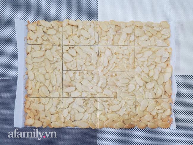 Cô giáo dạy bánh 8x cực hot chia sẻ cách làm bánh hạnh nhân lát bất bại, ăn một lần là