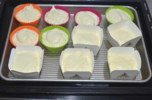 mẹ nào cũng có thể tự làm cupcake phô mai siêu mềm mịn cho bé 10