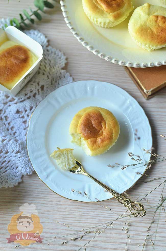 mẹ nào cũng có thể tự làm cupcake phô mai siêu mềm mịn cho bé 11