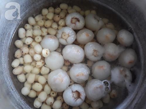 Mùa hè không thể nào không làm chè vải hạt sen ngọt ngất ngây 5