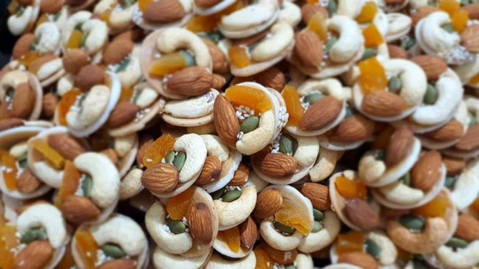 Bánh mứt ngày tết: sự kết hợp giữa bánh và các hạt, bánh đồng tiền ngũ hạt