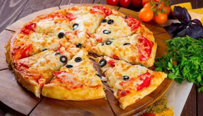 Cách làm bánh pizza bằng nồi cơm điện đơn giản ai cũng có thể làm được