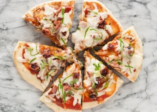 Cách làm pizza bánh mì bằng chảo chống dính