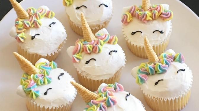 Cách tạo hình kem trang trí cho cupcake
