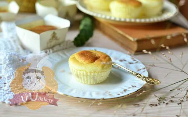 Cần gì phải mua, mẹ nào cũng có thể tự làm cupcake phô mai siêu mềm mịn cho bé