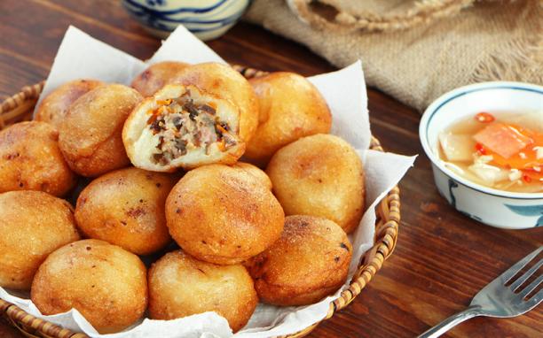 Điểm danh 5 món bánh đường phố Hà Nội nóng hổi cho ngày đông ấm áp
