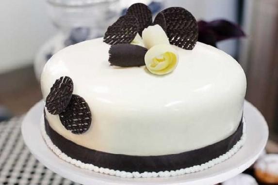Kỹ thuật chà láng bánh kem đơn giản để trang trí bánh sinh nhật