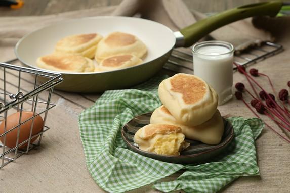 Làm bánh mỳ nhân custard trứng muối ngon đắm đuối bằng chảo chống dính