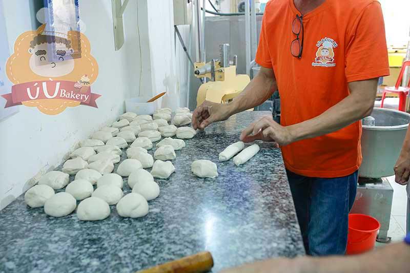 Thực hành làm bánh mì tại lò