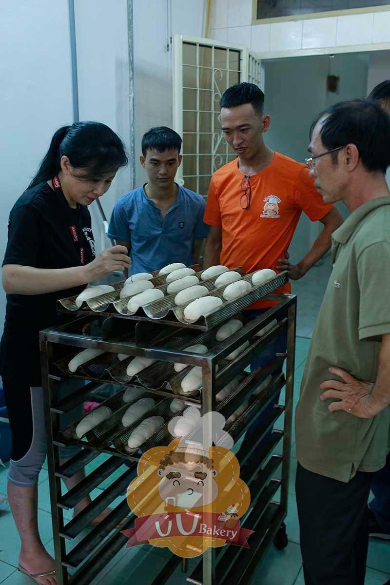 Thực hành làm bánh mì tại lò 1